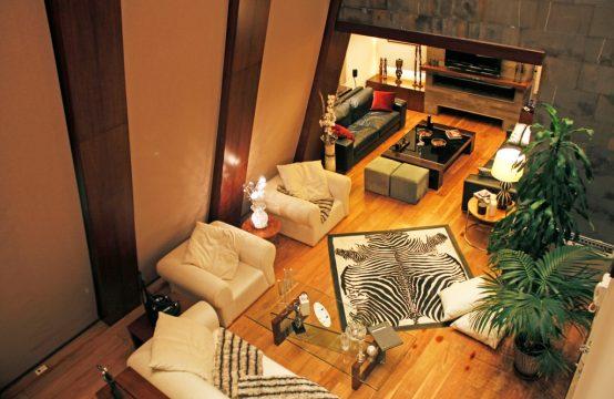 Luxurious villa for Sale in Kfardebian FC4325