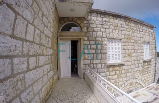 Old house for rent in bekfaya FC9201