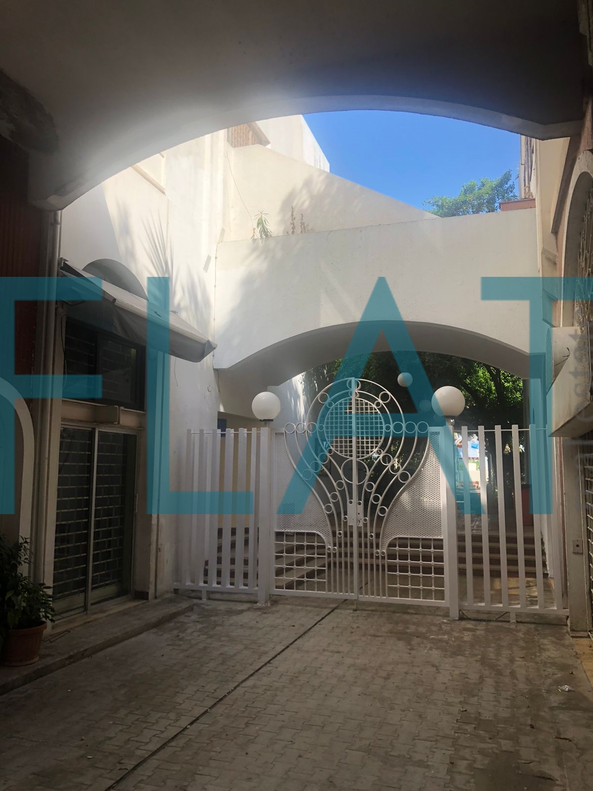 25 000 $ Cash – Catchy Shop For Sale in Jounieh – FC2028
